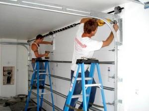 монтаж секционных гаражных ворот от Алютех