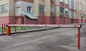 установка шлагбаумов во дворах многоквартирных домов