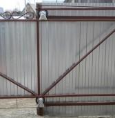 Как сделать откатные ворота из профнастила своими руками