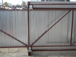 откатные ворота из профнастила сделанные своими руками