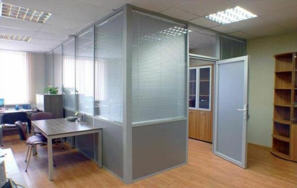 стоимость перегородки в офис зависит от ее размеров