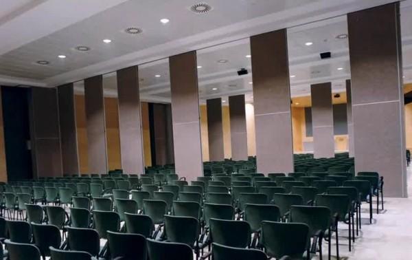 офисные перегородки от фирмы glasscore раздвижного типа