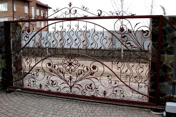 применение ковки для производства откатных ворот