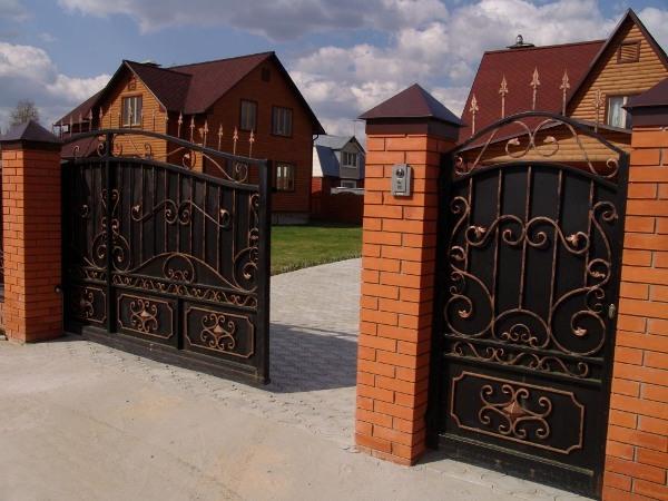 чем так хороши кованые откатные ворота