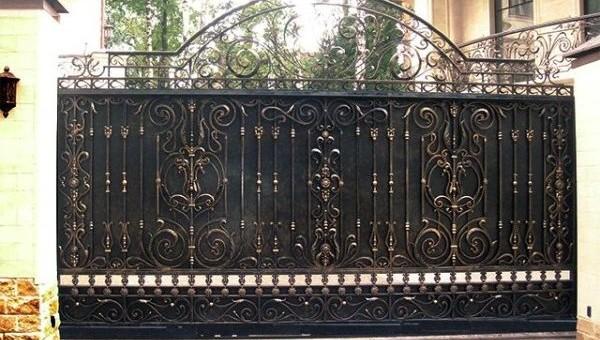 Кованые откатные ворота: фото, особенности, плюсы и минусы