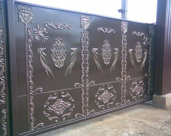 конструктивные особенности кованых ворот откатного типа