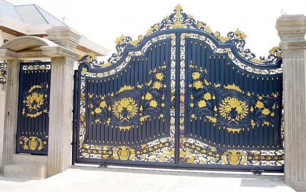сдвижные ворота с калиткой с элементами художественной ковки