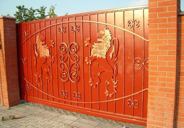 установка кованых ворот откатного типа