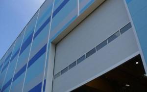ворота подъемные секционные промышленные с вертикальным типом подъема